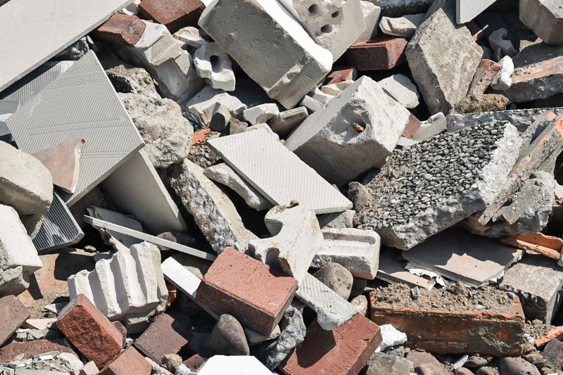 Recycling von Baurestmassen aus mineralischem Bauschutt wie Ziegeln, Ziegelbruch etc.