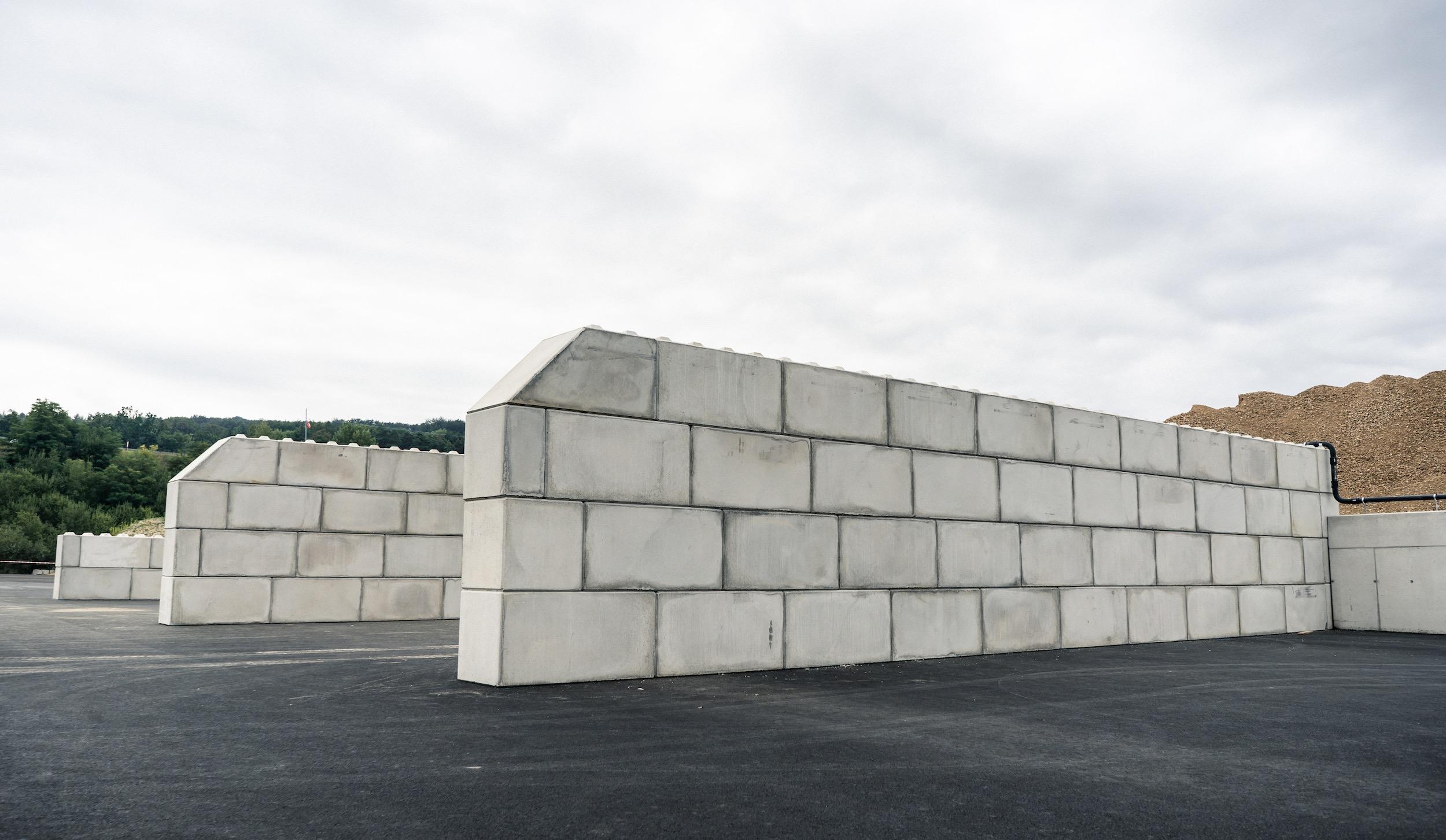 Betonblöcke von Lasselsberger in Pöchlarn - optimal für eine Betonwand, Betonzaun, als Lagerbox oder Trennwand