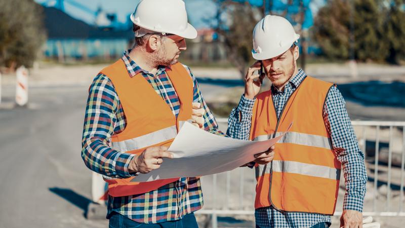 Beratung vor Ort auf der Baustelle zur Auswahl des richtigen Betons für Ihr Bauvorhaben