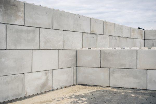 Bild einer Trennwand zwischen Lagerboxen ausgeführt mit den Betonblöcken von Lasselsberger aus Pöchlarn Niederösterreich